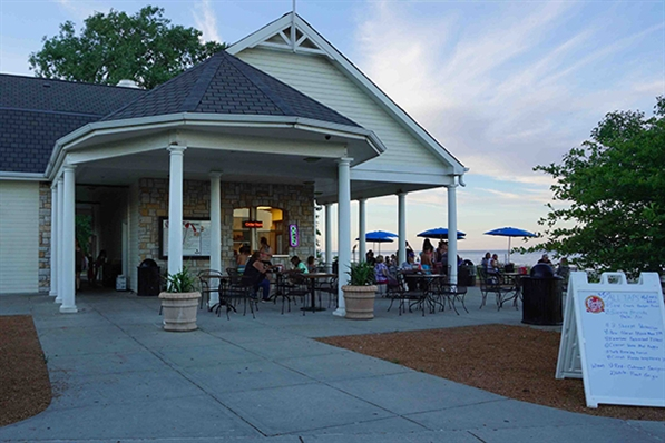 Ferch's Beachside Grille on Grant Park Beach