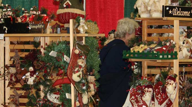 Holiday Craft & Gift Expo at the Milwaukee County Sports Complex
