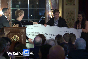 County Executive Chris Abele accepts donation