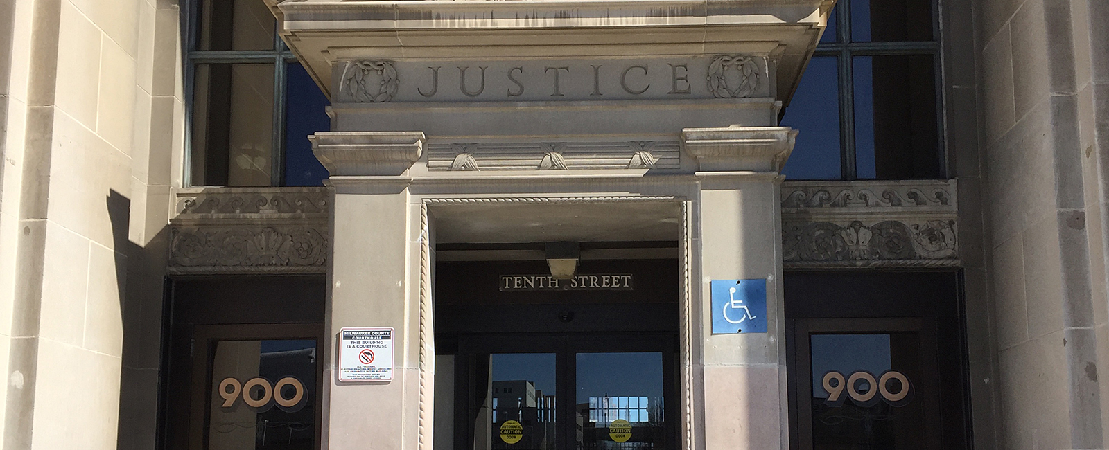 Picture of the accessible entrance to the Milwaukee County Courthouse