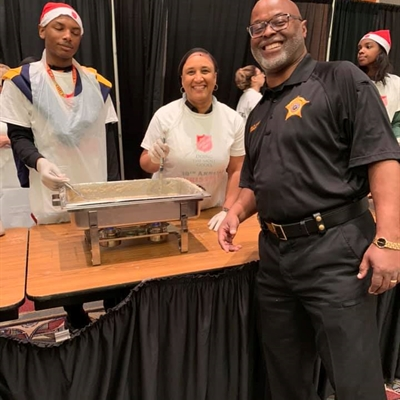 Sheriff Lucas Serves A Holiday Meal To Community Members